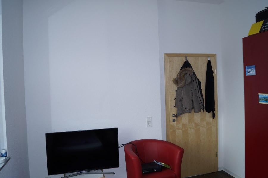 Room 737 3